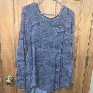 American eagle crew plush grey camo top